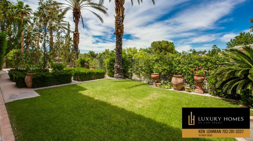 private yard, Canyon Gate Country Club Home for Sale, 8608 Scarsdale Dr, Las Vegas, NV 89117