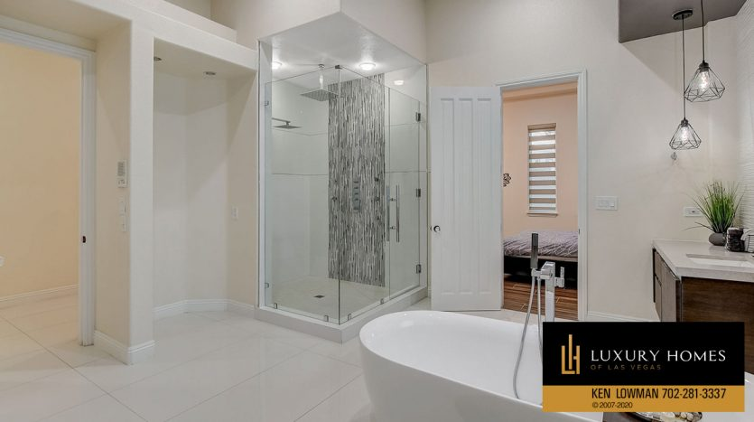 shower room, Canyon Fairways Home for Sale, 500 Royalton Dr