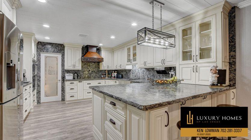 kitchen area Southwest Home for Sale, 6480 Bristlecone Cr