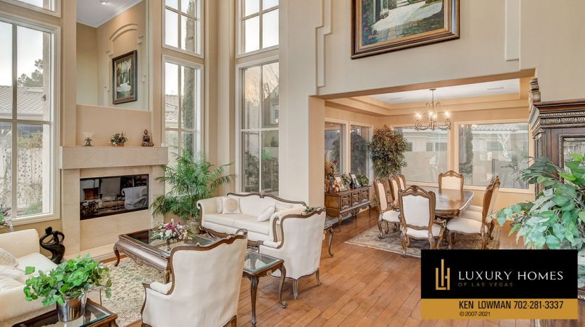 living room at Country Club Hills Home for Sale, 2053 Glenview Dr