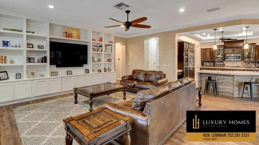 view of living room at Country Club Hills Home for Sale, 2053 Glenview Dr