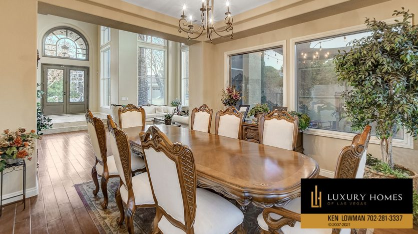 dining room at Country Club Hills Home for Sale, 2053 Glenview Dr