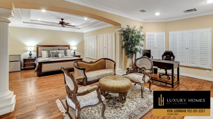 guest room at Country Club Hills Home for Sale, 2053 Glenview Dr