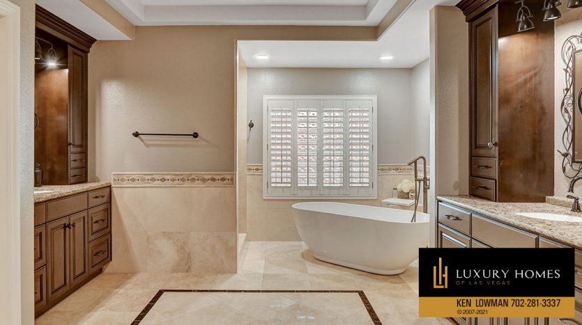 bath tub at Country Club Hills Home for Sale, 2053 Glenview Dr
