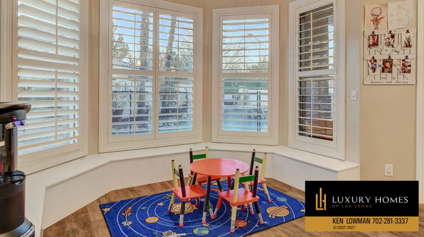kids room at Country Club Hills Home for Sale, 2053 Glenview Dr