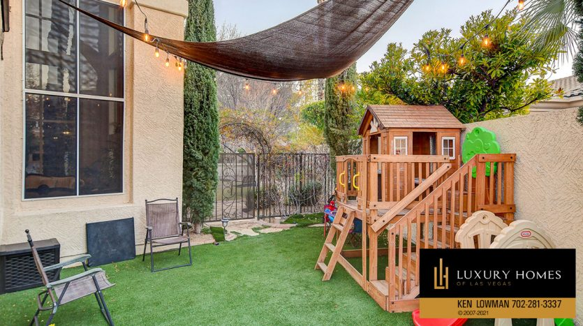 backyard at Country Club Hills Home for Sale, 2053 Glenview Dr