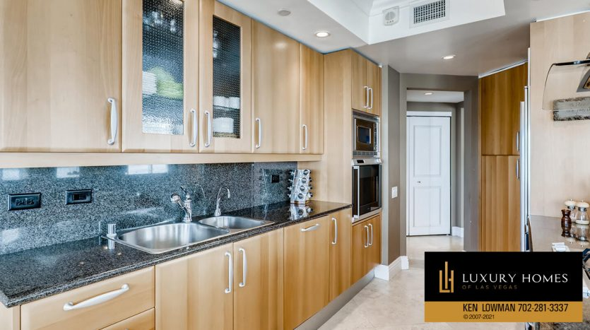 kitchen at Turnberry Place Home for Sale, 2747 Paradise Rd #1606