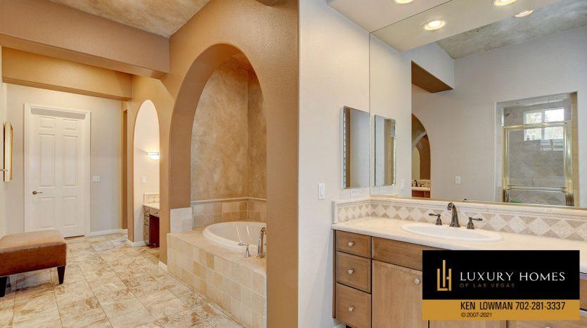 bath at Canyon Fairways Home for Sale, 9509 Balatta Canyon Ct