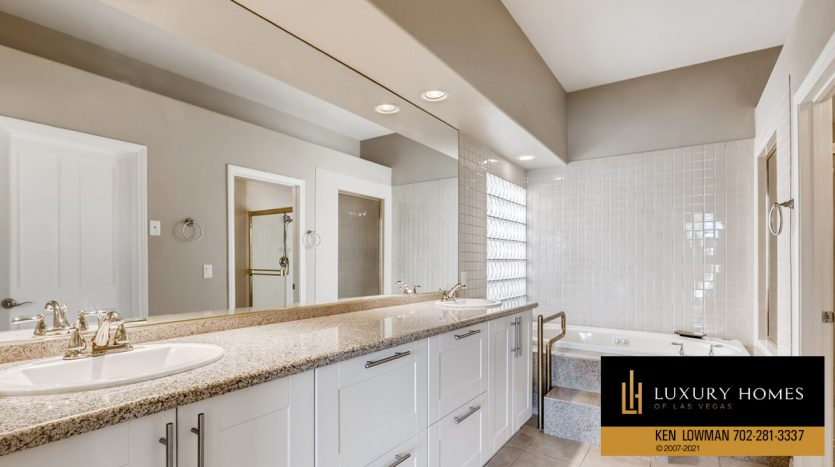 bath at Canyon Gate Country Club Home for Sale, 8912 Rainbow Ridge Dr