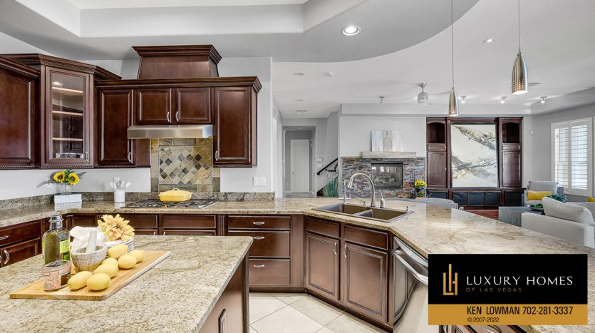 breakfast area at Red Rock Country Club Home for Sale, 2122 Country Cove Ct