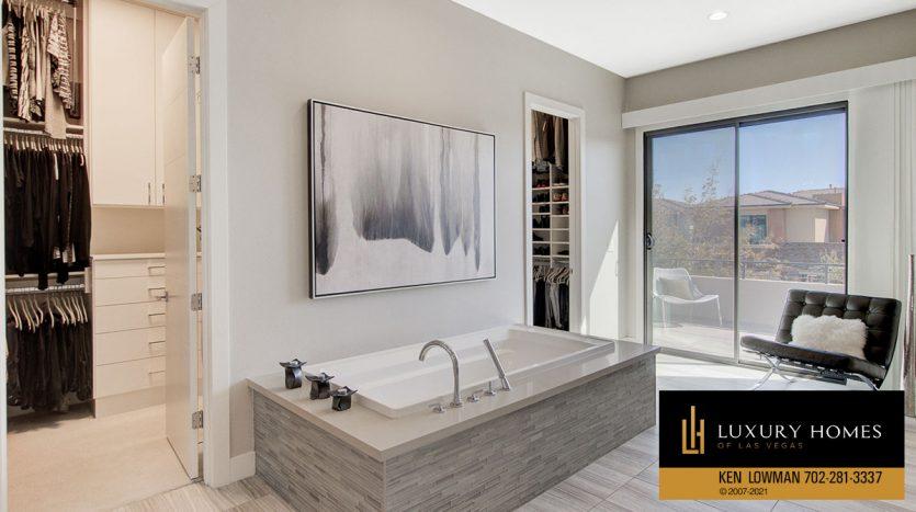 bath tub at The Ridges Home for Sale, 81 Pristine Glen St, Las Vegas, NV 89135