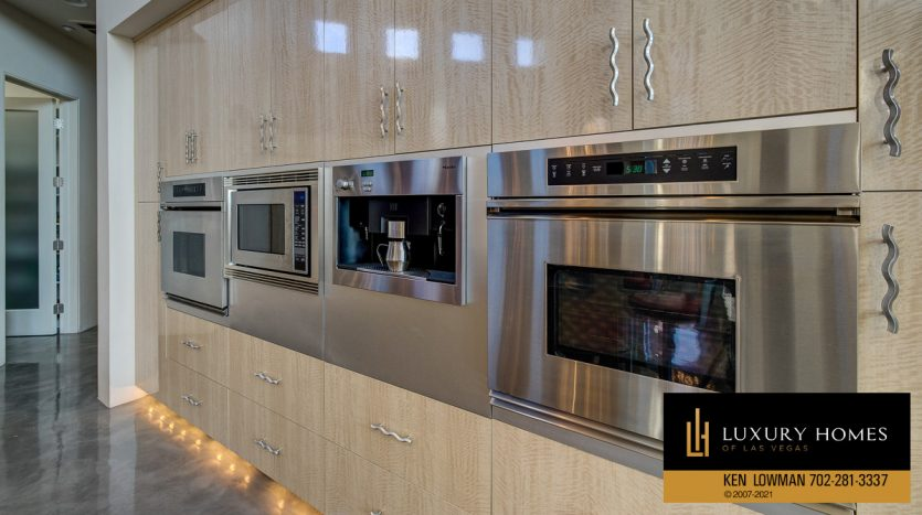 kitchen appliances at Anthem Country Club Home for Sale, 1 Chartiers Ct